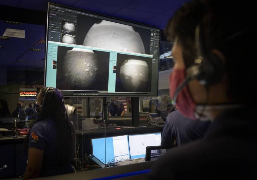 Марсоход Perseverance прислал на Землю первые снимки
