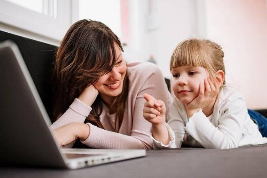 В столице упростили получение соцвыплат для московских семей с детьми